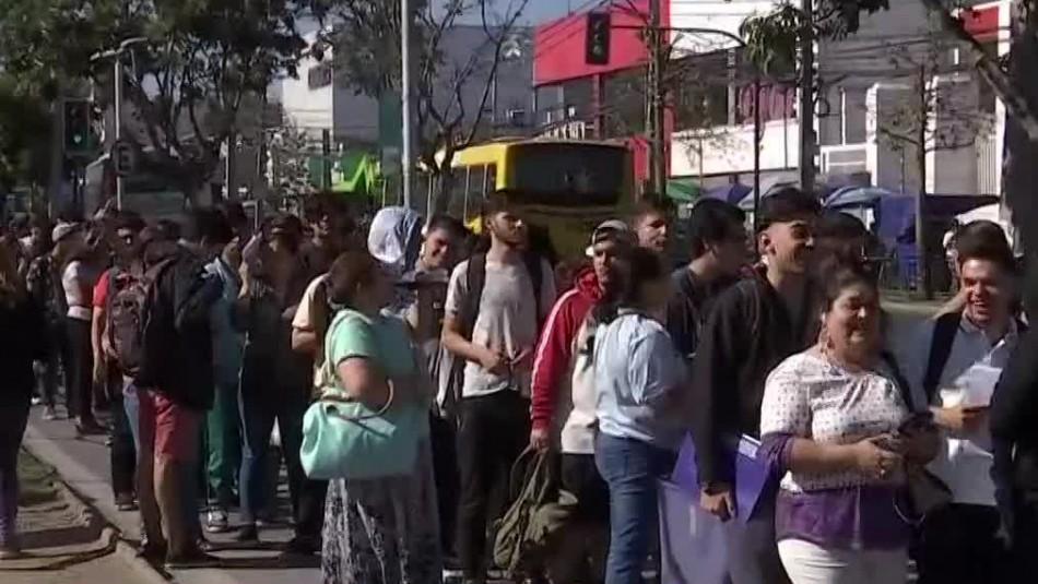 Jóvenes realizan largas filas para eximirse del Servicio Militar