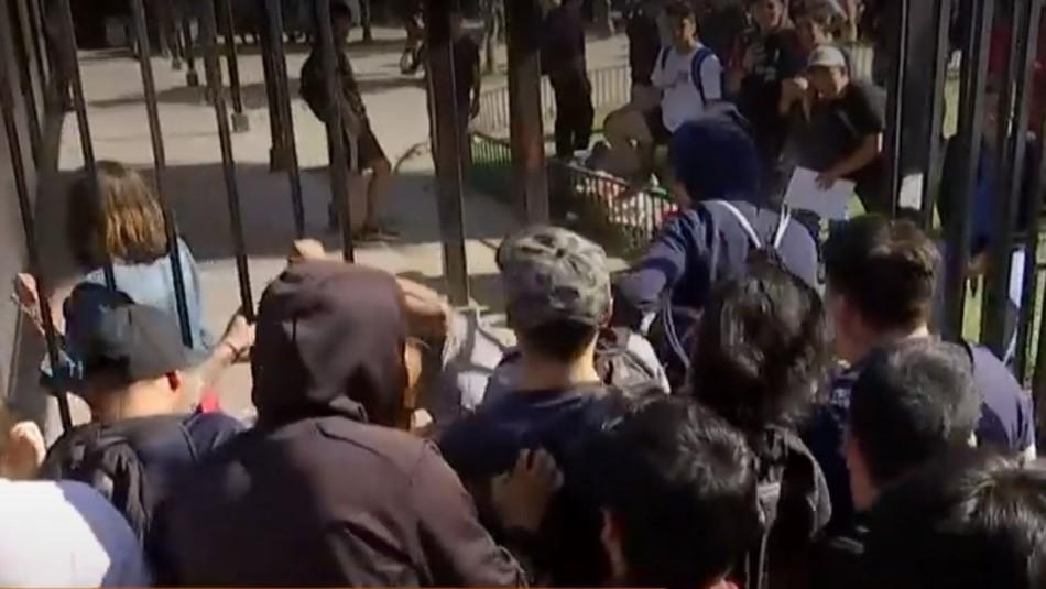 Forzaron reja de ingreso: Indignación en Puente Alto ante problemas para eximirse de Servicio Militar