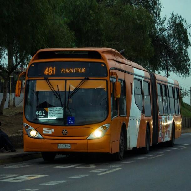 Revisa los horarios del transporte para este jueves en Santiago