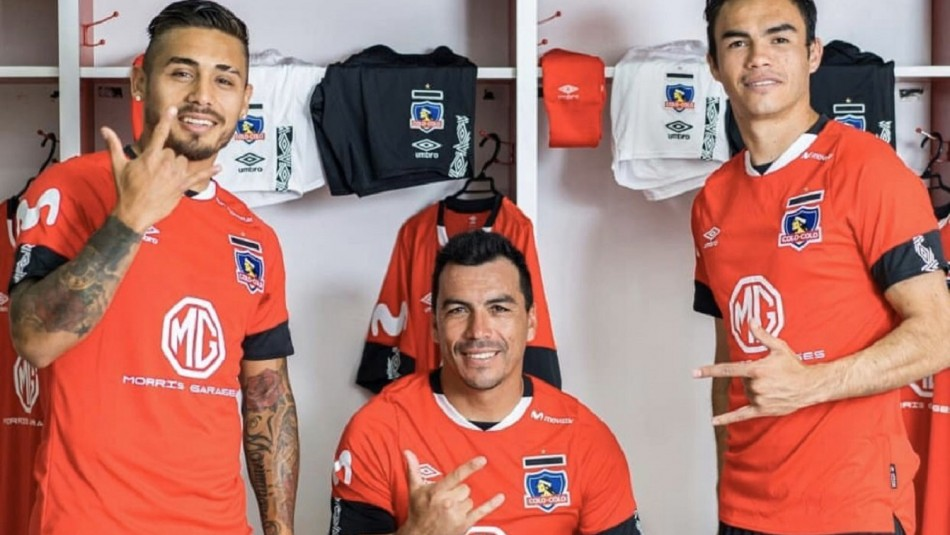 Colo Colo presenta su nueva camiseta que es de color rojo y con homenaje a sus hinchas