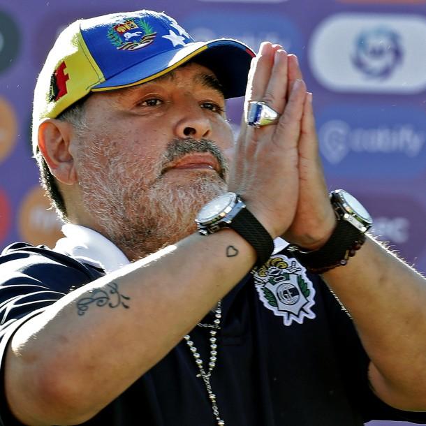 Vuelco en la historia: Maradona anuncia que continúa siendo el técnico de Gimnasia
