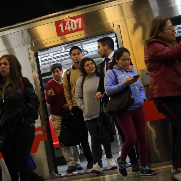 Metro de Santiago: Las estaciones cerradas temporalmente en el tren subterráneo