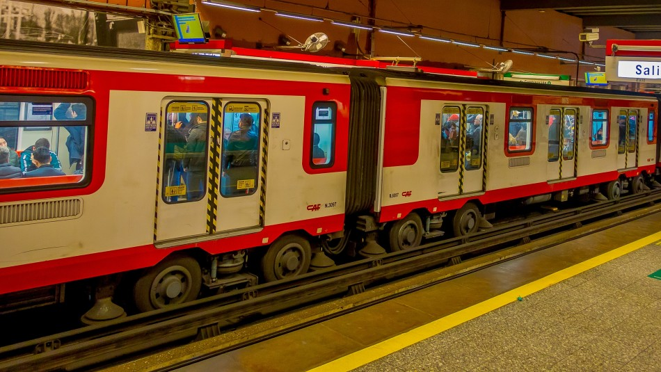 Estación República del Metro fue cerrada al público por tercera vez desde estallido de crisis social