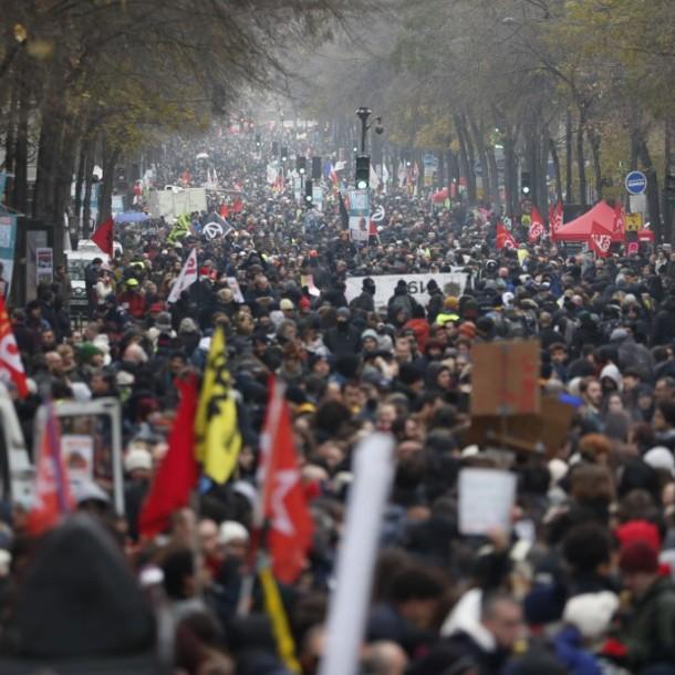 Más de 800 mil personas marchan en Francia contra reforma a las pensiones