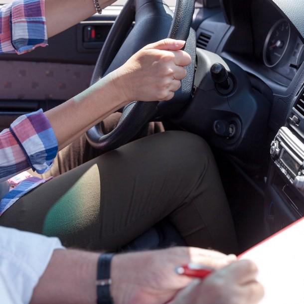 Cursos gratuitos de conducción profesional del Sence: Postula aquí