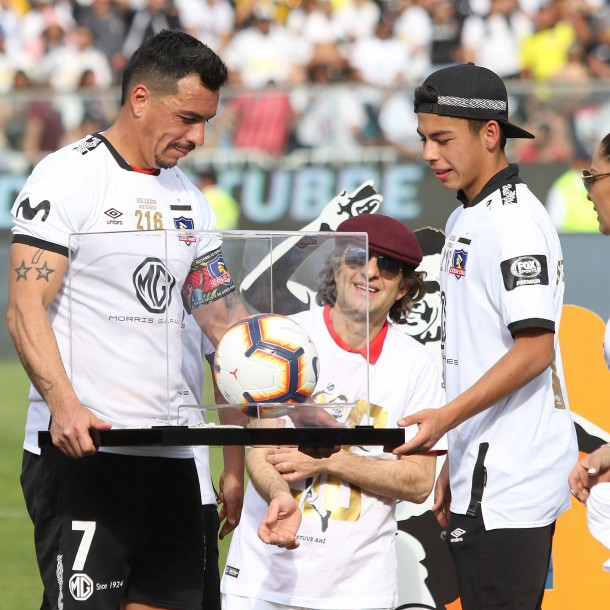 Esteban Paredes renovará por 6 meses más en Colo Colo para superar histórica marca de Carlos Caszely