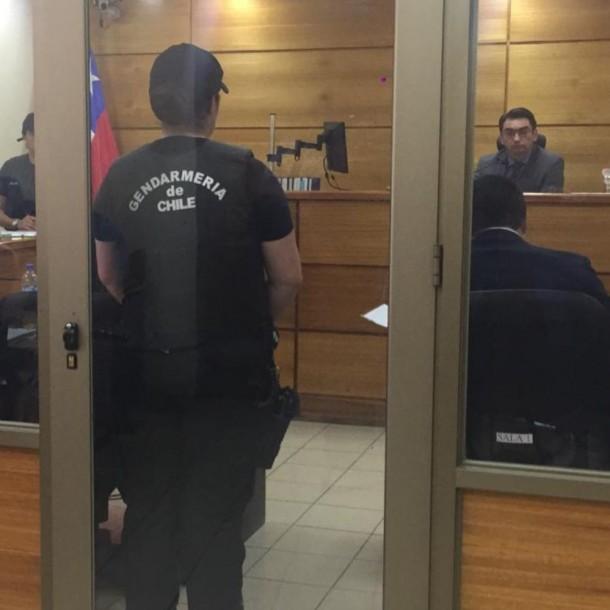 Ratifican prisión preventiva para concejal Karim Chahuán tras ser detenido por saqueo