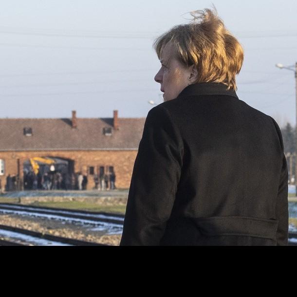 Merkel en Auschwitz: La memoria de los crímenes nazis es