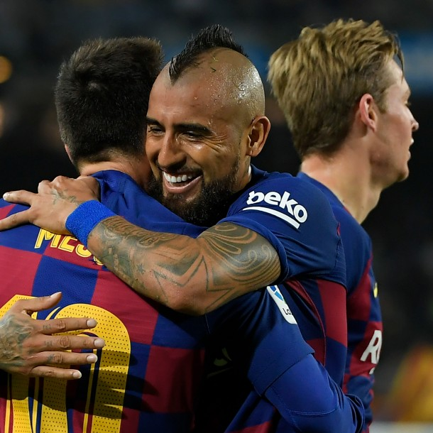 Triplete de Messi: Arturo Vidal jugó en goleada del Barcelona que nuevamente es puntero