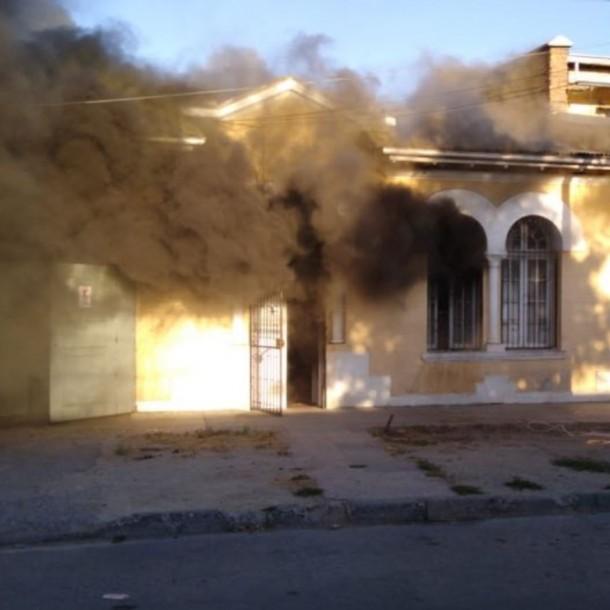 Incendio afecta a vivienda en la comuna de Santiago