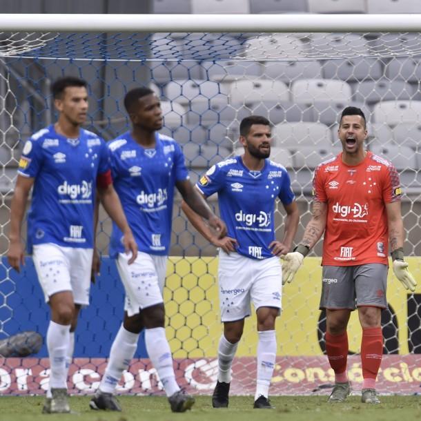 Cruzeiro desciende por primera vez en su historia: Hinchas reaccionan con disturbios en el estadio