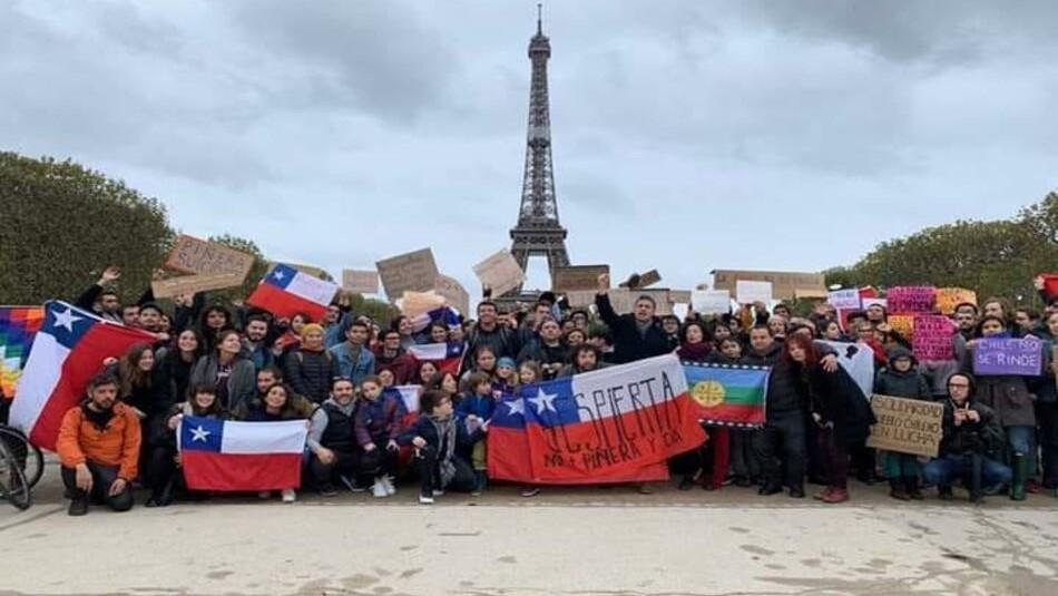 Chilenos en París se suman a la Consulta Ciudadana del próximo 15 de diciembre