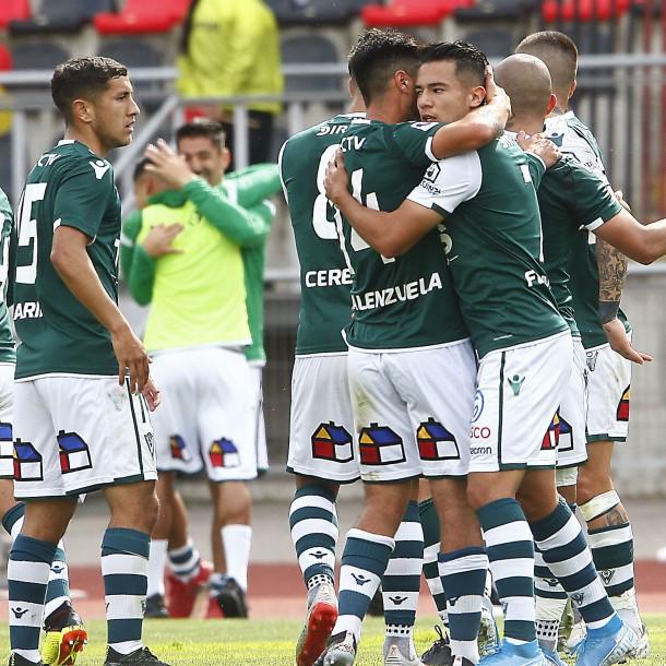 Santiago Wanderers celebra: Recibe la corona de campeón de la Primera B en Valparaíso