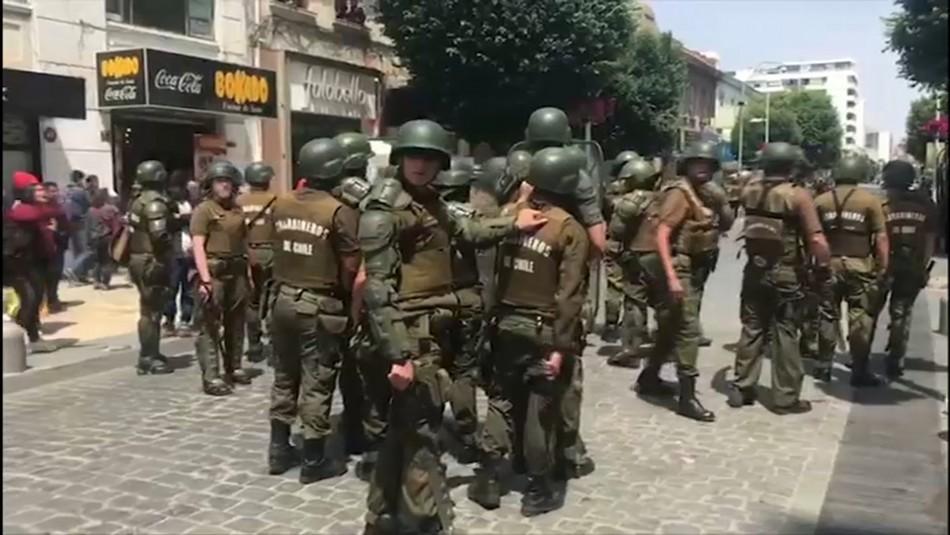 Viña: Tensión entre ambulantes y carabineros por fuerte resguardo de calle Valparaíso