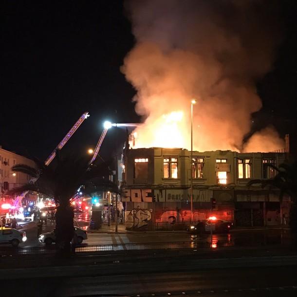 Incendio afectó tradicional edificio de la comuna de Estación Central