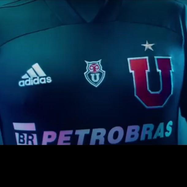 La U lanza nueva camiseta modelo 2020 creada con