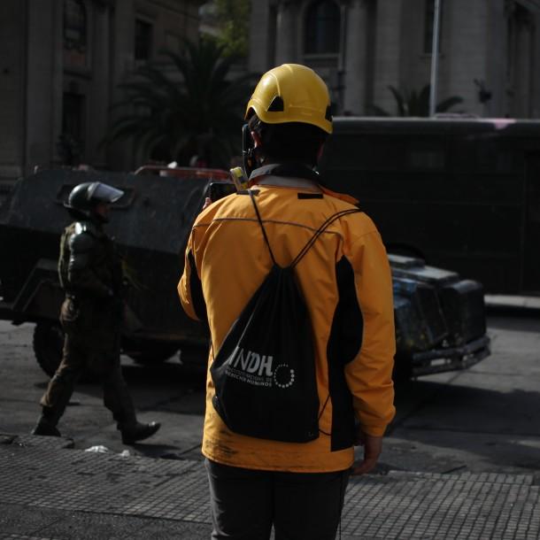INDH constata estado de salud de adolescente y hombre graves por presunto impacto de lacrimógena