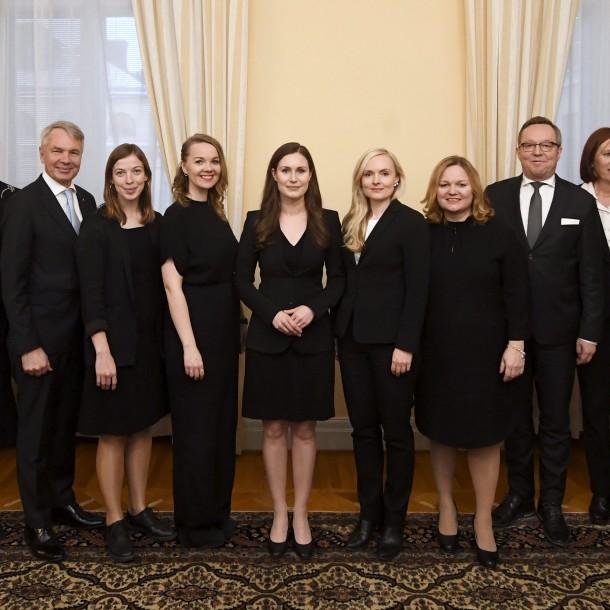 La joven primera ministra de Finlandia forma gabinete compuesto en su mayoría por mujeres