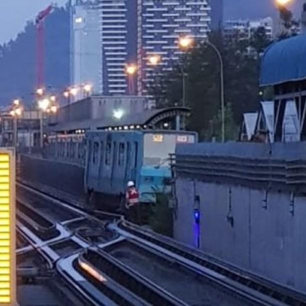 Tren bloquea vía y provoca suspensión parcial del servicio en Línea 5 de Metro