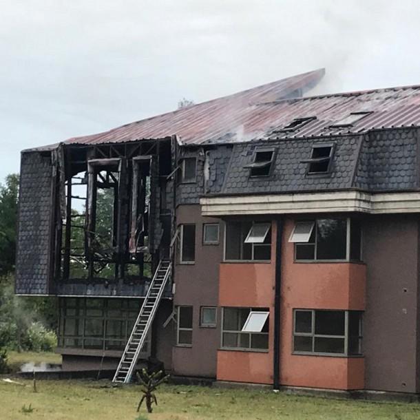 Sujetos incendian edificio del seminario mayor San Fidel de Padre Las Casas