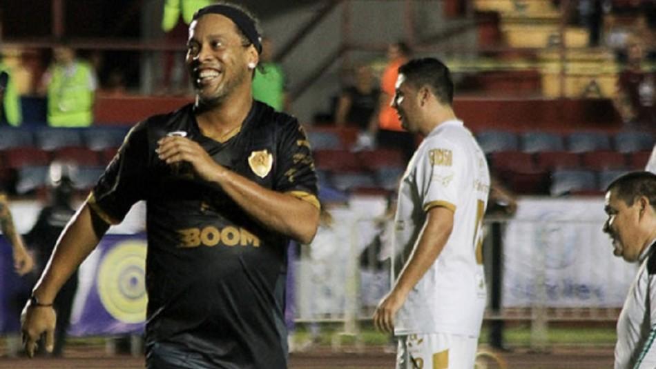 Ronaldinho vive bochorno en México.
