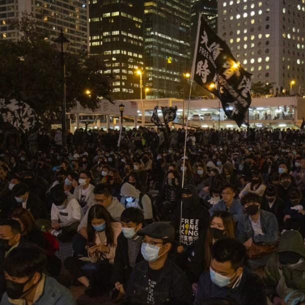 Cinco adolescentes detenidos en Hong Kong por la muerte de un hombre en una manifestación