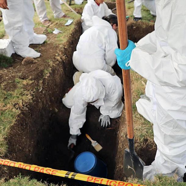 Investigan fosa común con posibles 50 civiles ejecutados por militares en Colombia