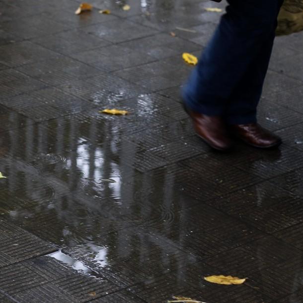 Usuarios en redes sociales reportan leves precipitaciones en Santiago
