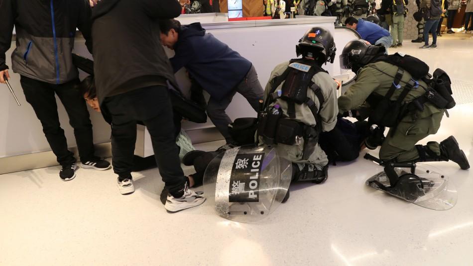 Centros comerciales de Hong Kong fueron nuevo escenario de enfrentamientos