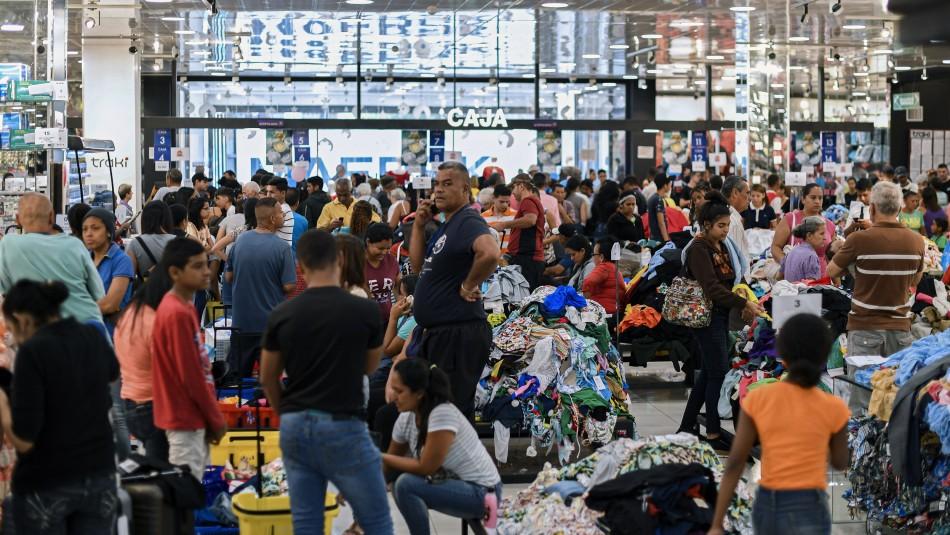 Petroaguinaldo: Venezolanos hacen largas filas para poder comprar con bono en cripto moneda