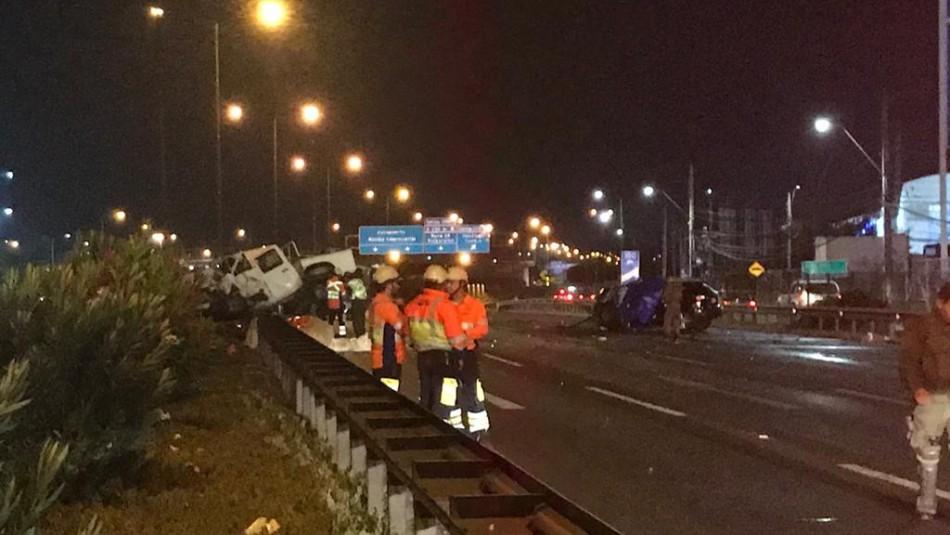 Dos personas mueren tras colisión múltiple en Vespucio Norte en la comuna de Pudahuel