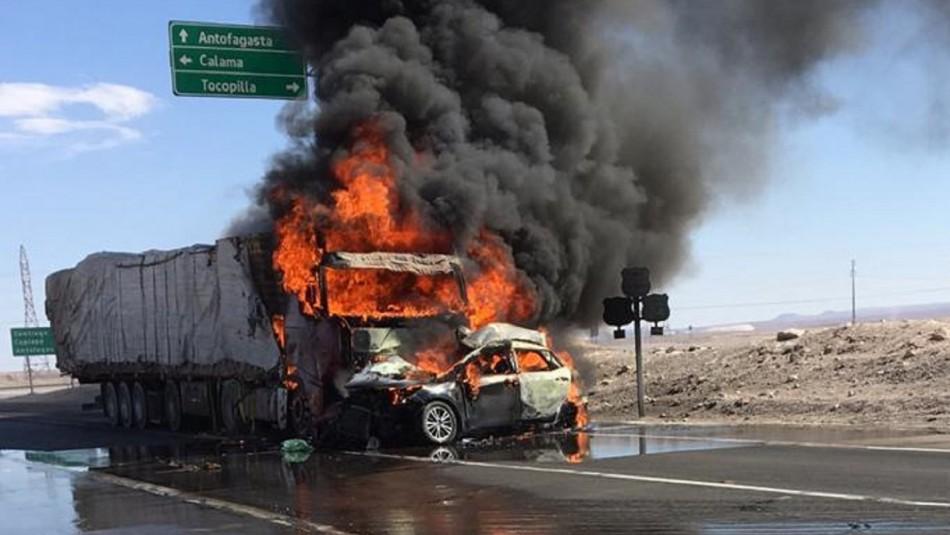 Dos adultos y dos menores mueren en violento accidente en Antofagasta