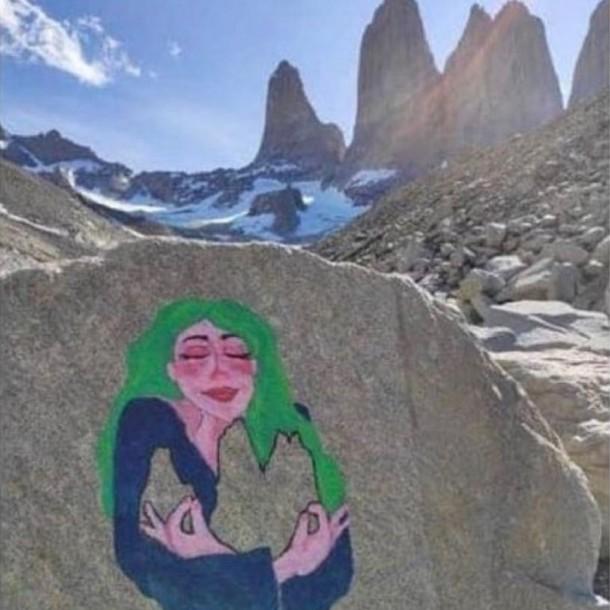 Policía detuvo a ciudadana italiana acusada de hacer pintura en Torres del Paine