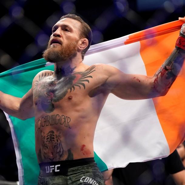 Conor McGregor ganó por KO en 40 segundos y se llevó un abrazo de la abuela de su rival