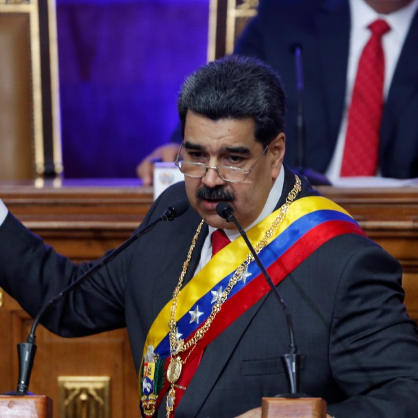 Nicolás Maduro dice que tiene el control de Venezuela y que está abierto a negociar con EEUU