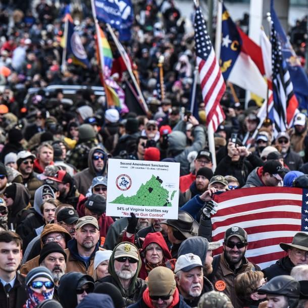 Virgina en alerta: Miles de manifestantes pro armas protestan contra posibles restricciones