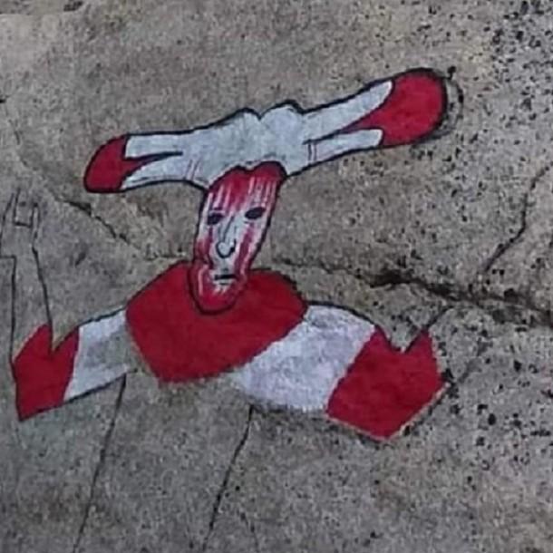 Lo más visto hoy: Sorprenden a turista borrando nuevo dibujo en Torres del Paine