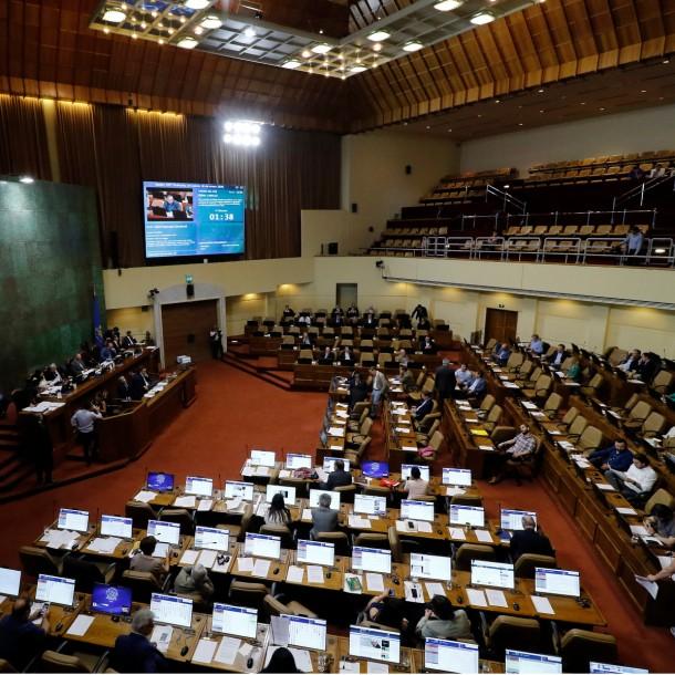 Postergan para este martes discusión de la paridad de género para el Proceso Constituyente