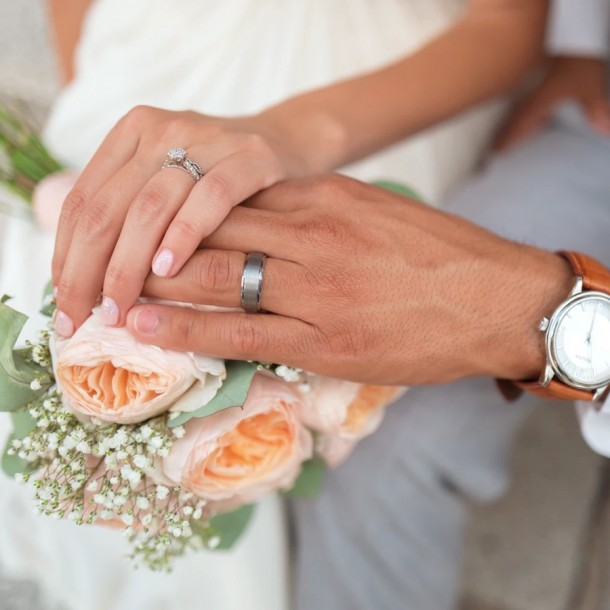 Madre paga la boda de su hija y nueve meses después tiene un hijo con su yerno