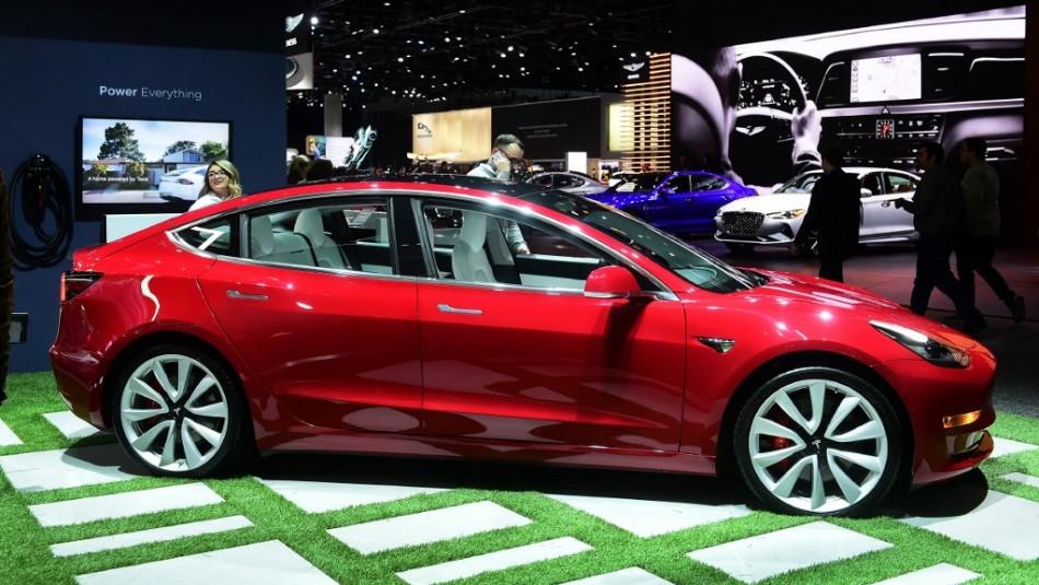 Tesla ofrece un millón de dólares y un Model 3 a quien pueda hackear su sistema