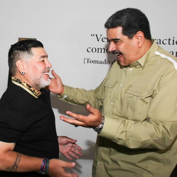 Maradona es recibido por Maduro en Caracas: