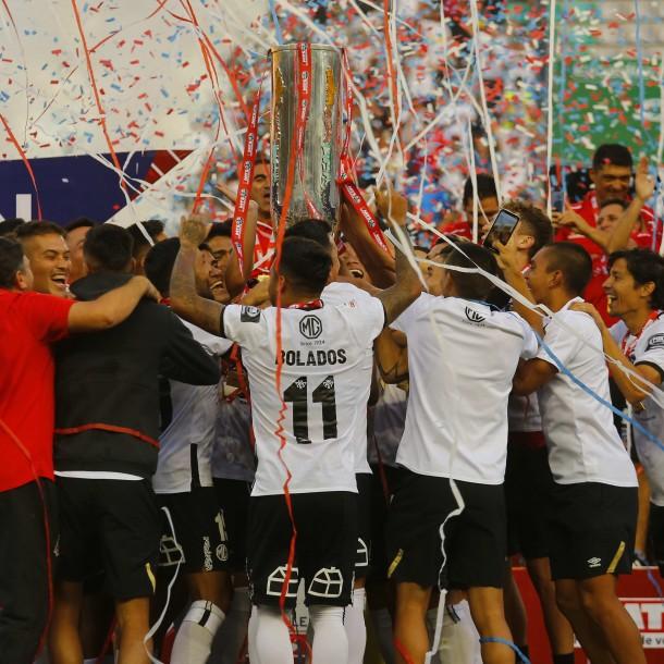 Matías Zaldivia dedicó la Copa Chile a jugadores que dejaron Colo Colo y Valdivia responde