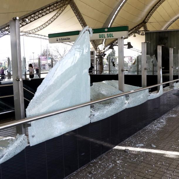 Detienen a dos sujetos por su presunta participación en daños al Metro en Maipú