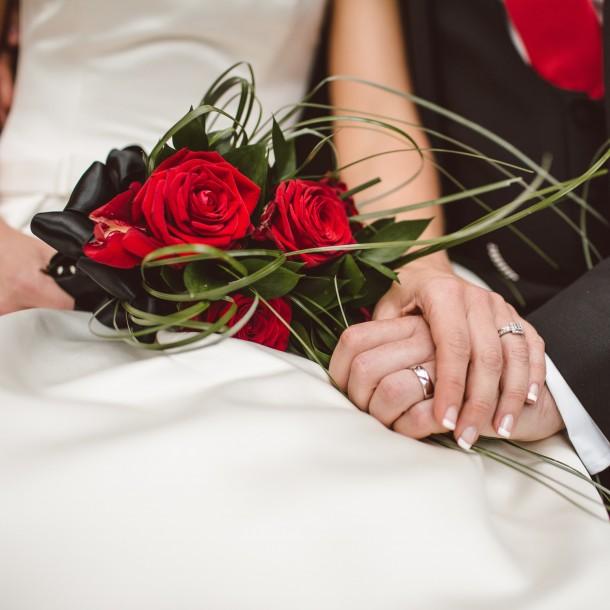 Una pareja fingió sus matrimonios en EEUU para lograr la