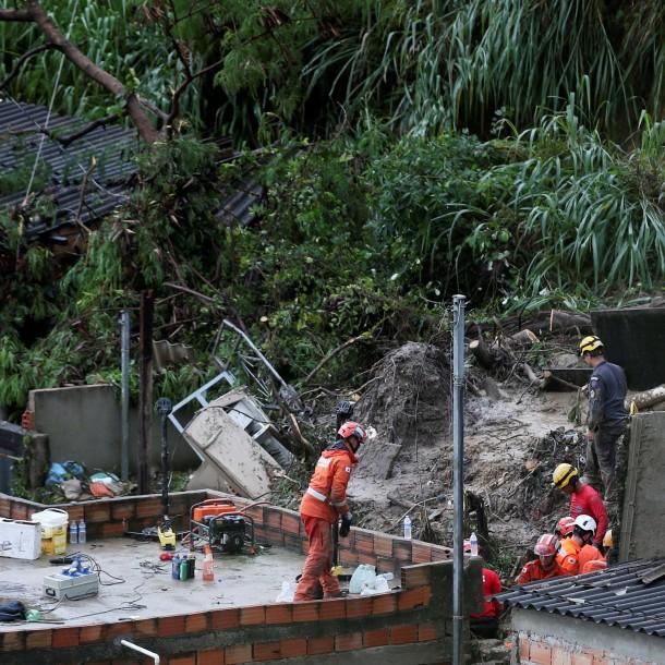 Violentas lluvias dejan 37 muertos y miles de desalojados en Brasil