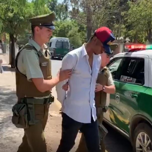 Detienen a sujeto que ingresaba con arma a fogueo a local de rendición de la PSU