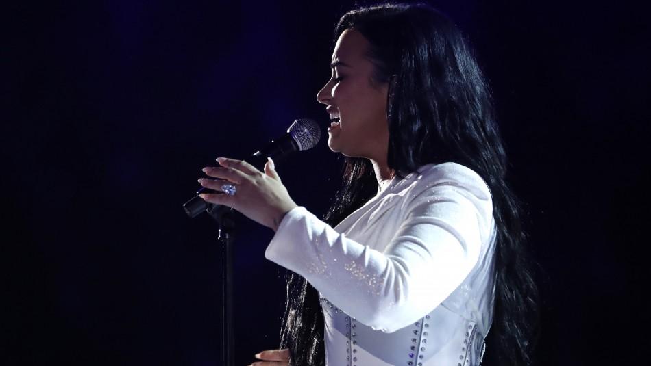 Demi Lovato regresó a los escenarios en los Grammy 2020 con lágrimas y un leve traspié