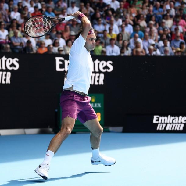 Roger Federer pasa a semifinales del Abierto de Australia tras salvar siete puntos de partido