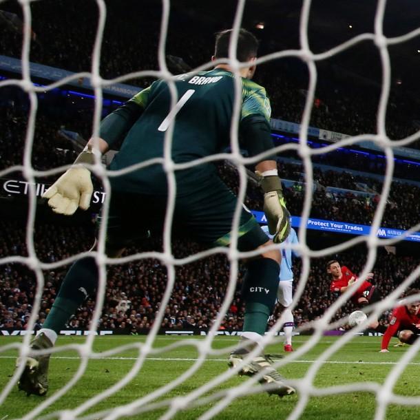 ¿Pudo hacer algo más Claudio Bravo?: Así fue el gol del Manchester United