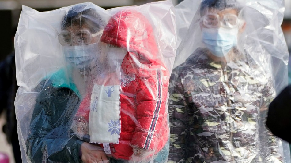 Nueve miembros de una familia de Hong Kong contraen el coronavirus tras compartir una cena típica